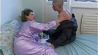 sexy video: Nice arse hole on young granny