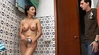 sexy video: Hot mom spied on the shower gives great blow job