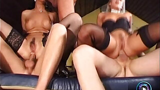 sexy video: Raunchy group sex featuring the wild Cristall de Boor and Sandy Style
