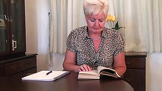 sexy video: Chubby granny in stockings with ohmibod vibrator