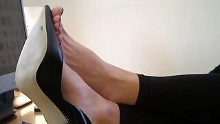 sexy video: High heels and bare feet at Agas office