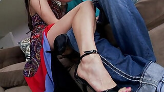 sexy video: Sexy Asian dame calls a man to pleasure her feet.