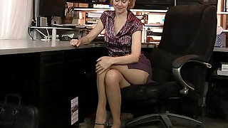 sexy video: American milf Jamie Foster gets turned on in pantyhose