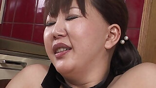 sexy video: Chubby MILF moans while her hairy pussy is toyed