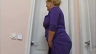 sexy video: Mom really like it in the bathroom Black cats